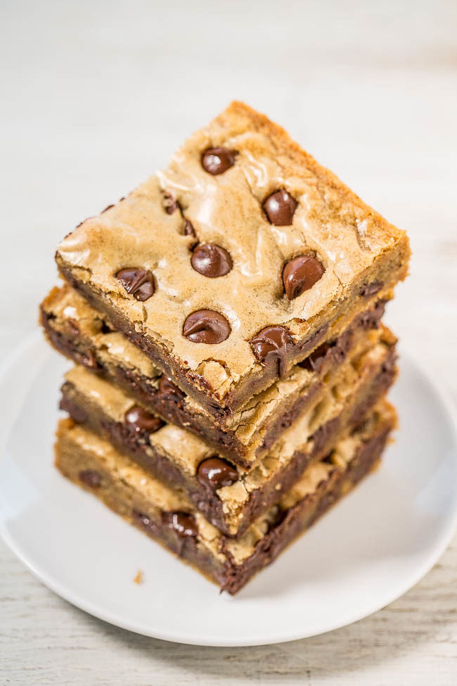 Browned Butter Chocolate Chip Blondies - Super soft, slightly chewy, loaded with chocolate chips, and the browned butter takes them to the next level!! Fast, easy, no-mixer recipe that you HAVE to try!!