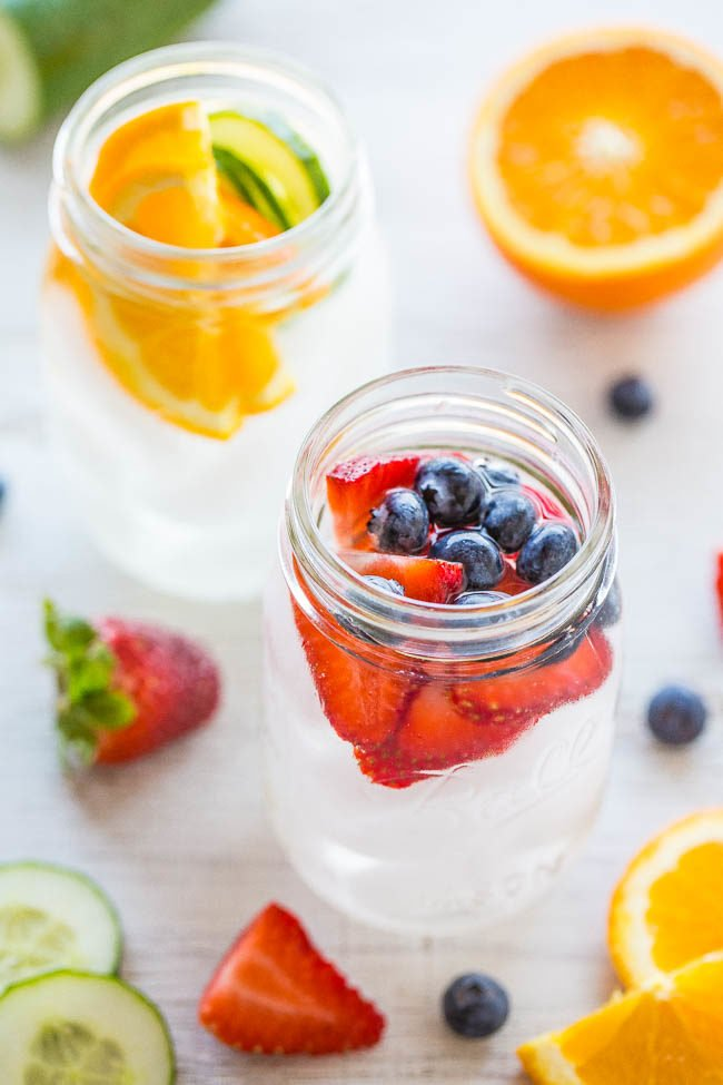 Flavored Water {Spa Water} - Trying to drink more water? It's easy to stay hydrated when it's flavored with fruit! So REFRESHING and healthy!! It tastes like the water they serve at fancy spas!!
