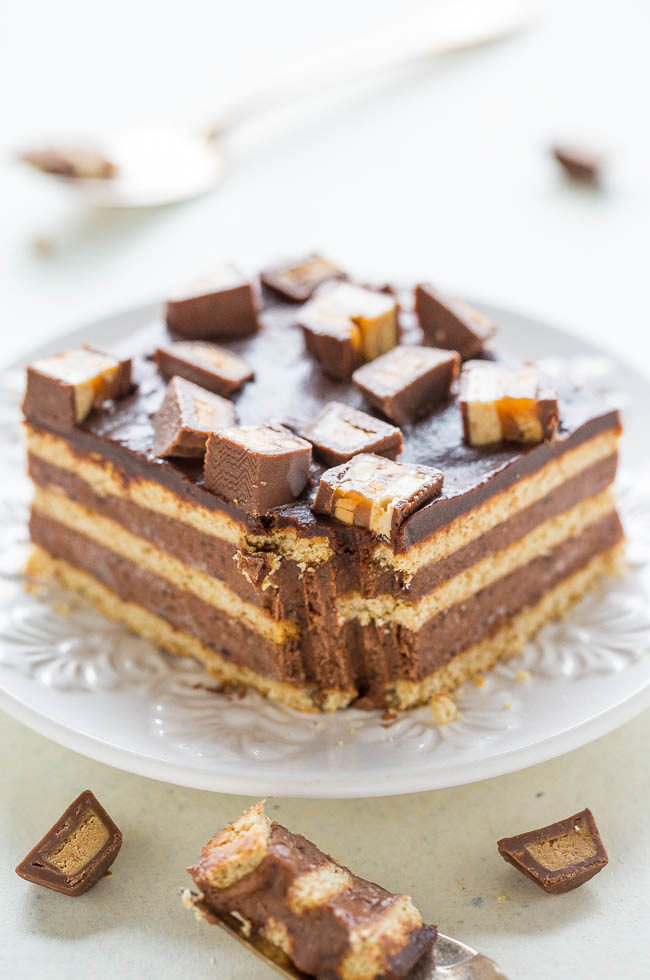 Chocolate Candy Bar Icebox Cake - Easy frozen dessert with graham crackers, chocolate pudding, whipped topping, chocolate chips, PEANUT BUTTER CUPS and SNICKERS!! Perfect for when you don't want to turn on your oven!!