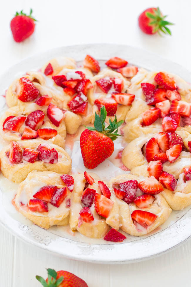 Strawberry Lemon Crescent Ring - Strawberries galore in this EASY crescent ring that's filled with lemony cream cheese and finished with sweet glaze!! Perfect for holiday brunches!!