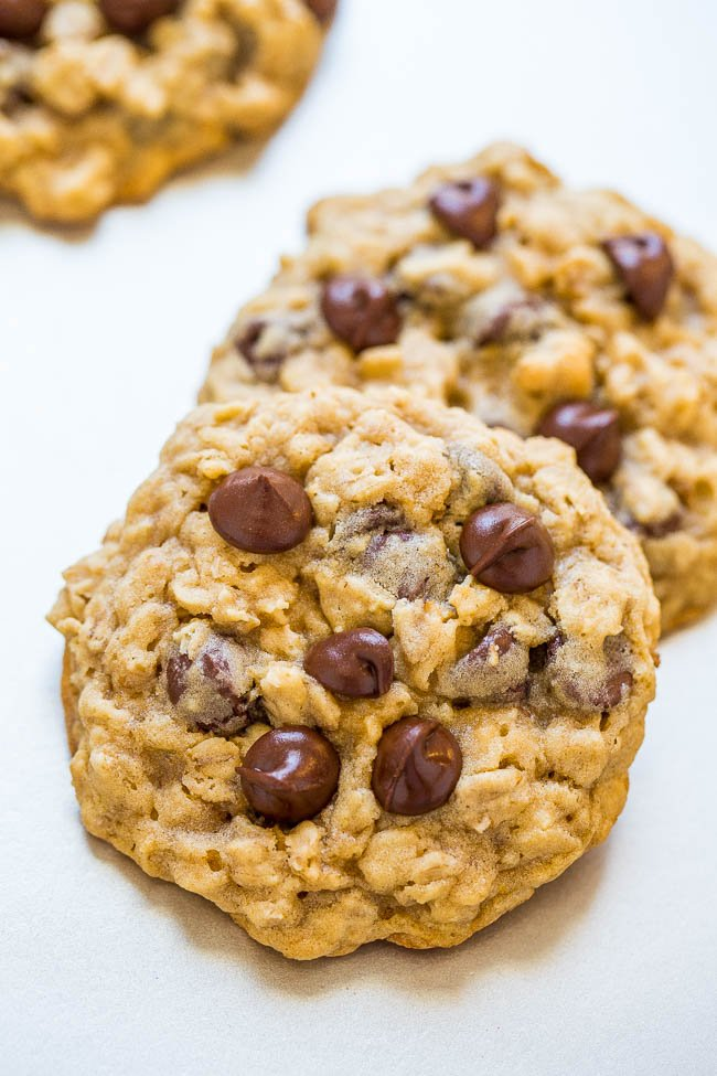 One-Bowl, No-Mixer, No-Chill Oatmeal Cookies - An incredibly FAST and EASY recipe that produces perfectly thick cookies with chewy edges and soft centers!! One bowl to wash, no mixer to drag out, and no waiting around!!