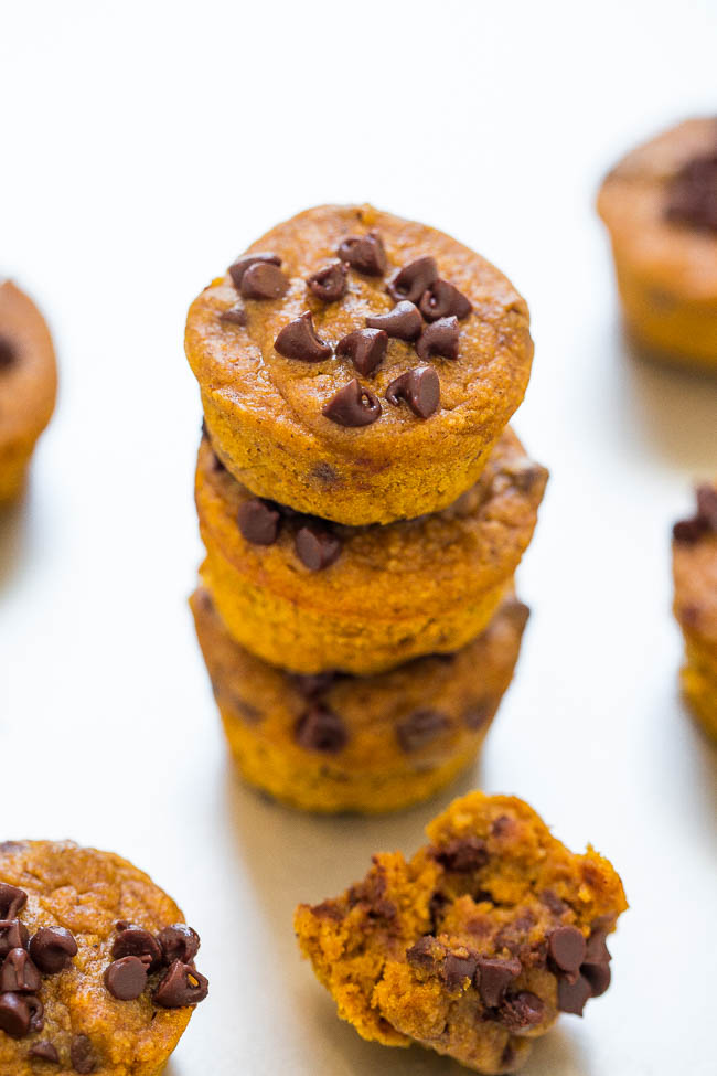 Mini Flourless Pumpkin Chocolate Chip Blender Muffins - The EASIEST pumpkin muffins ever!! Everything is mixed together in your blender! Super soft, moist, brimming with bold pumpkin flavor, and chocolate chips in every bite!! DELISH!!