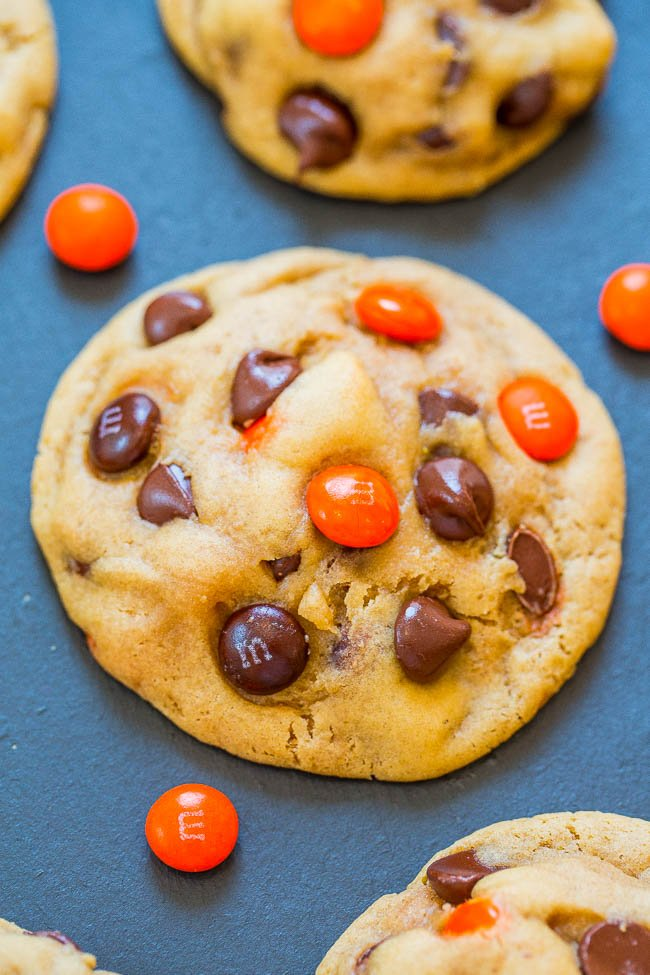 Halloween M&M Chocolate Chip Cookies - Super soft, perfectly chewy, BROWNED BUTTER cookies that are LOADED with M&Ms and chocolate chips!! An EASY one-bowl, no-mixer recipe that'll put everyone in the Halloween spirit!!