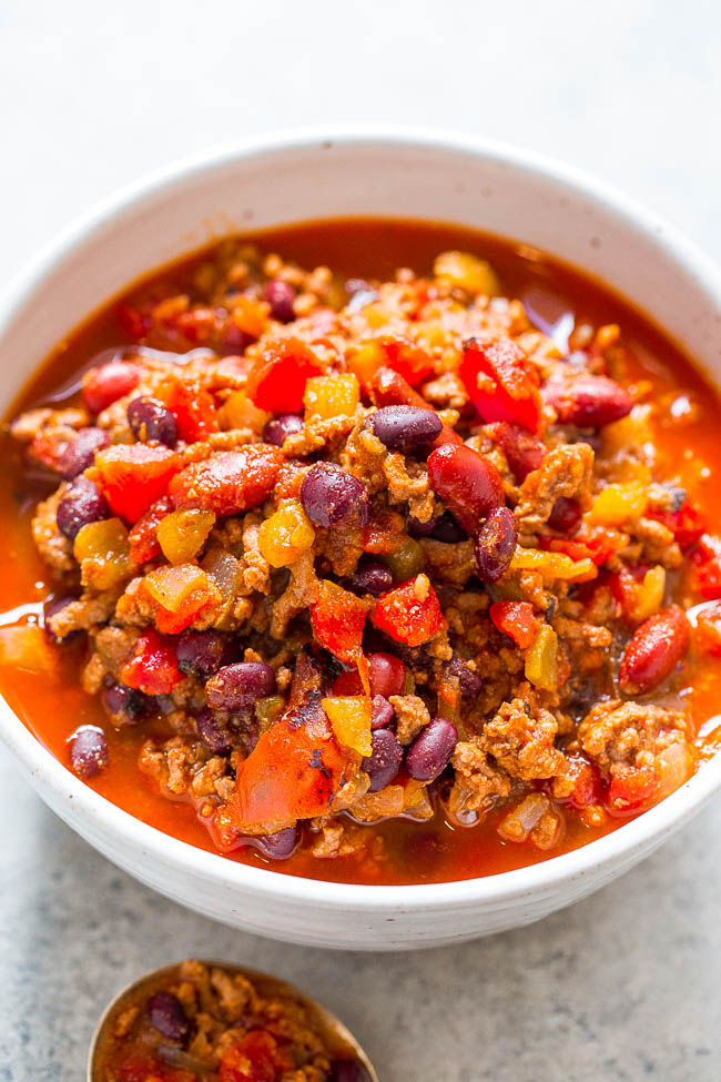 Easy 30-Minute Smoky Beef and Black Bean Chili - Don't have all day for chili to simmer? No problem!! This EASY, hearty chili with lovely SMOKY heat is ready in 30 minutes! PERFECT for busy weeknights!!