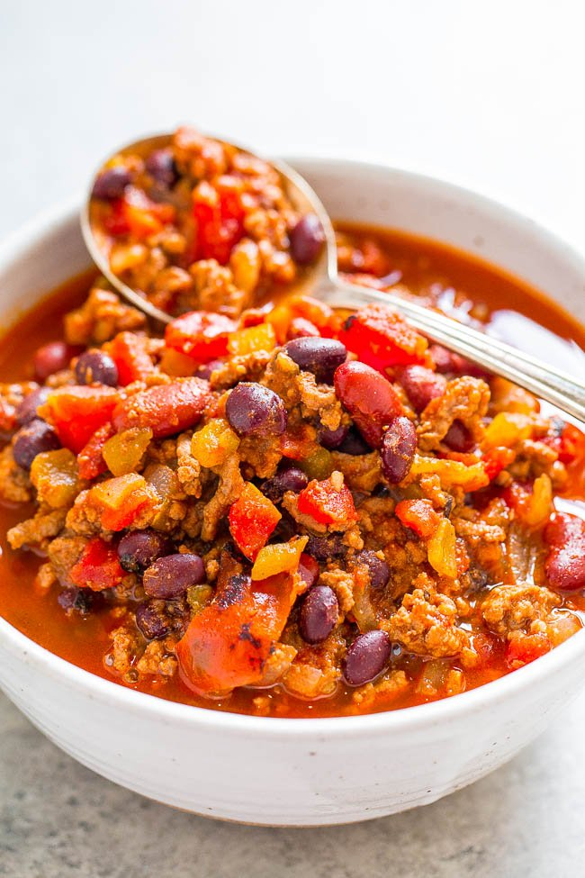 Easy 30-Minute Smoky Beef and Black Bean Chili -Don't have all day for chili to simmer? No problem!! This EASY, hearty chili with lovely SMOKY heat is ready in 30 minutes! PERFECT for busy weeknights!!