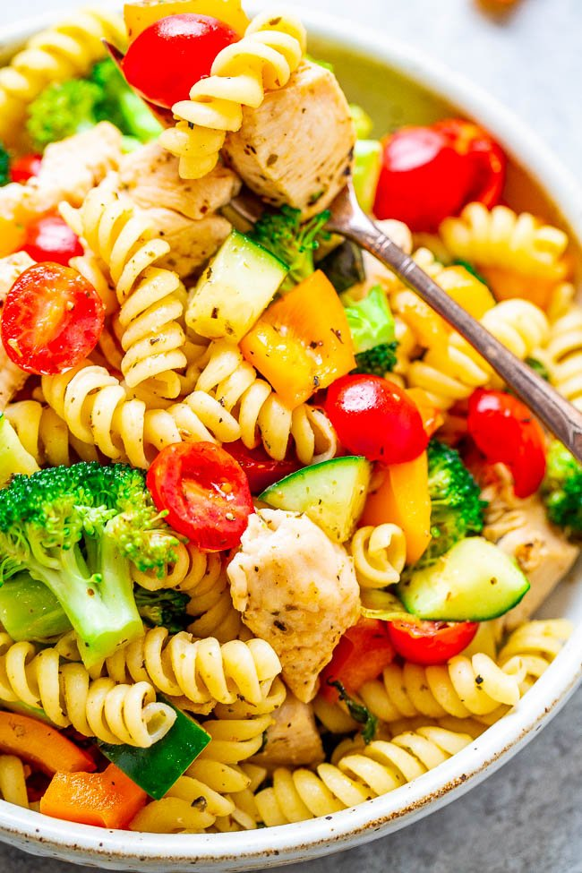 Skinny Italian Chicken Pasta Salad - EASY, ready in 30 minutes, feeds a crowd, and is on the SKINNY side!! Juicy chicken, fresh veggies, and the pasta are tossed in a light and tangy homemade Italian lemon vinaigrette!!