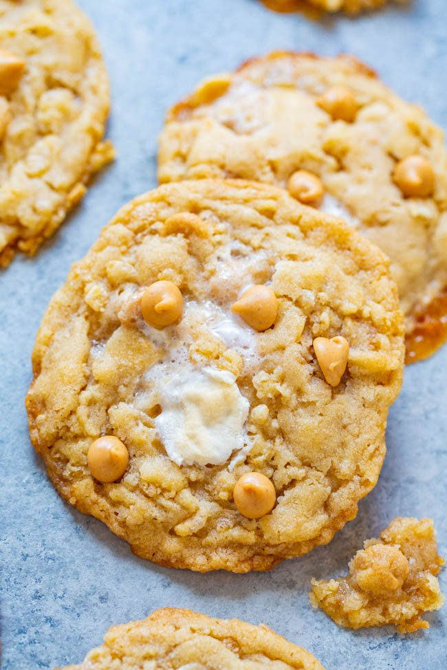 Fluffernutter Cookies - Soft, supremely CHEWY cookies that are loaded with marshmallows, peanut butter chips, and crispy rice cereal!! If you love lots of TEXTURE in your cookies, these are the cookies for you!!