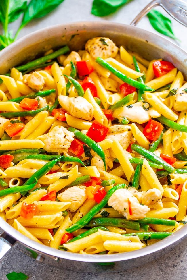 Asiago Chicken and Pasta - EASY comfort food to feed a crowd that's ready in 25 minutes!! Tender chicken and penne pasta with red peppers, green beans, and everything is coated with Asiago CHEESE for the family dinner win!!