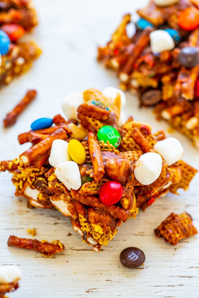 Chocolate Peanut Butter Chex Mix Bars – SO EASY, NO-BAKE, and ready in FIVE minutes!! Chex cereal, pretzels, and M&Ms glued together with peanut butter and marshmallows!! An IRRESISTIBLE salty-sweet combination!!