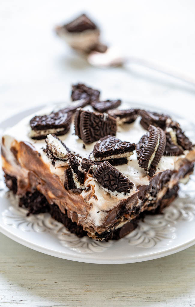 Oreo Brownie Lush - A rich and decadent dessert with fudgy brownies, cream cheese, chocolate pudding, whipped topping, and Oreo cookies!! EASY, great for parties, and it's a chocoholics dream!!