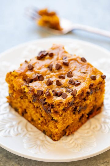 Pumpkin Chocolate Chip Cake - This soft and moist pumpkin cake is loaded with chocolate in every bite!! An EASY one-bowl fall dessert that's perfect for impromptu entertaining or anytime a pumpkin craving strikes!!