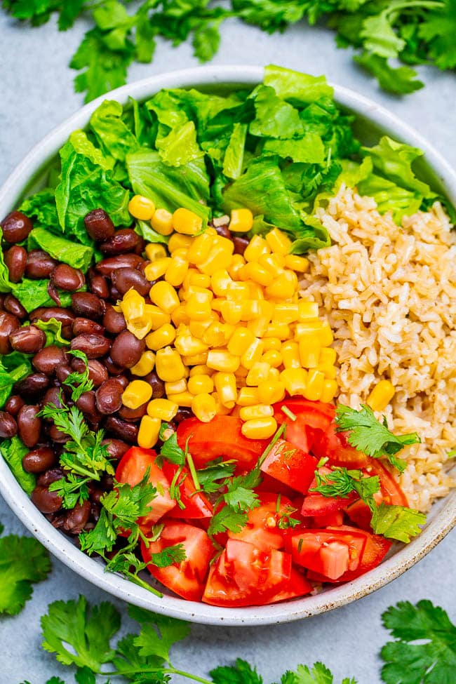 Black Bean Burrito Bowl Salad - Your favorite burrito ingredients minus the meat and extra carbs to keep things HEALTHIER!! Ready in 10 minutes and keeps you satisfied but not stuffed! Great EASY lunch, dinner, or meal prep recipe!!