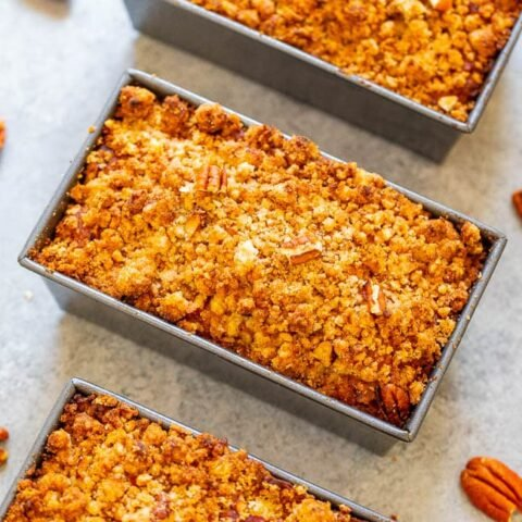 Mini Crumble Topping Pumpkin Bread - Super soft, tender, moist pumpkin bread with a pecan crumble topping!! The mini loaves are EASY, brimming will fall flavors, totally IRRESISTIBLE, and perfect for entertaining or gift-giving!!