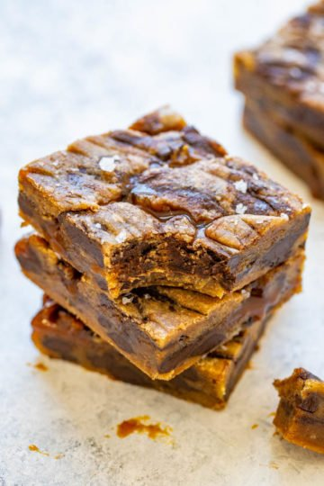 Browned Butter Salted Caramel Chocolate Chunk Blondies - The combination of browned butter, salted caramel, chocolate, and sea salt is INCREDIBLE!! A complex-tasting salty-sweet dessert that is EASY to make and a guaranteed FAVORITE!!