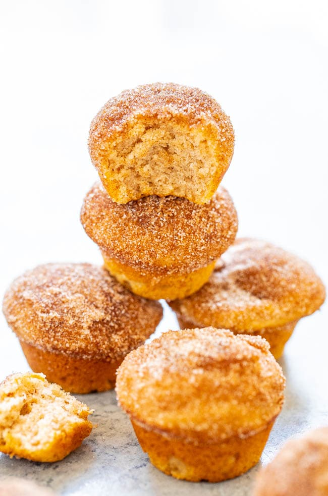 Snickerdoodle Mini Muffins - Bite size muffins that are coated in cinnamon-sugar that will remind you of snickerdoodle cookies, but in adorable mini muffin form!! Soft, tender, an EASY recipe that's ready in 30 minutes, and so IRRESISTIBLE!!