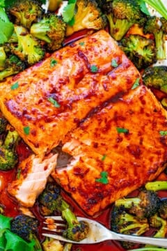 Sheet Pan Asian Salmon and Broccoli - An EASY recipe that only uses 7 ingredients, is ready in 20 minutes, and tastes way BETTER than salmon you'd get in a fancy restaurant!! IMPRESS your family and friends with this FOOLPROOF recipe!!
