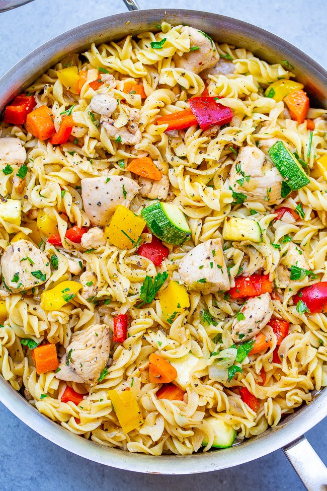 Easy Italian Chicken Pasta Salad - EASY, ready in 30 minutes, perfect for a hassle-free family meal, and makes a big batch so you can have planned leftovers!! A super FLEXIBLE recipe based on what vegetables you have on hand!!