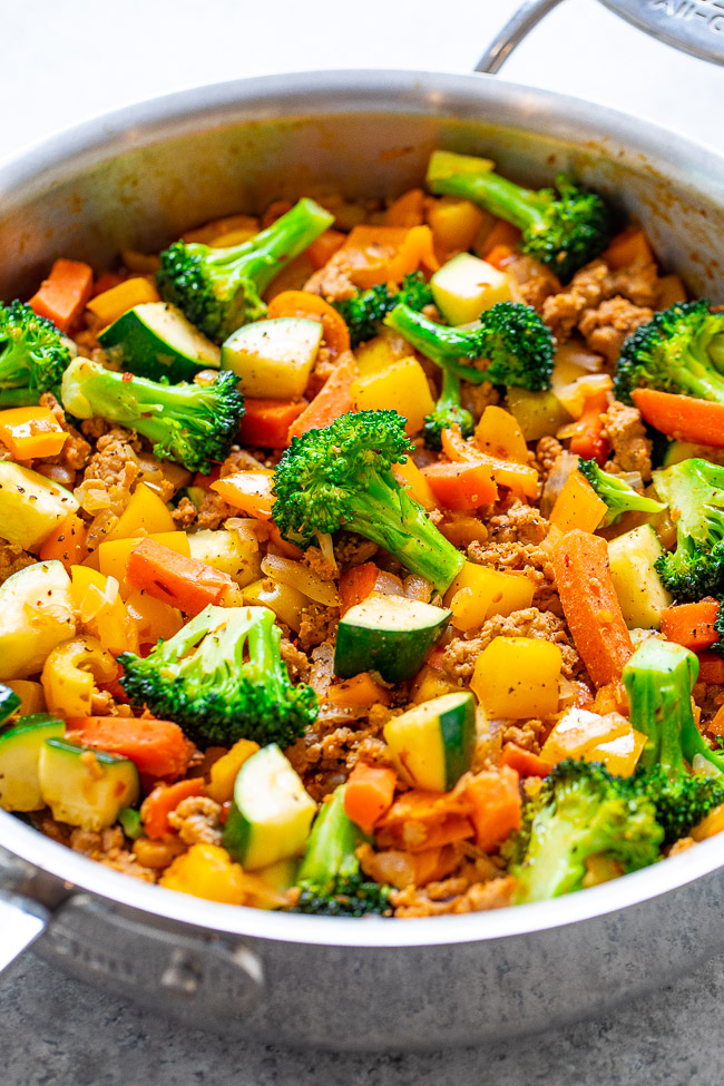 Healthy Turkey and Vegetable Stir Fry - An EASY, flavorful, FLEXIBLE stir fry that takes advantage of lean protein and your favorite veggies that you have in your produce drawer!! Ready in 25 minutes and perfect for meal-prepping!!
