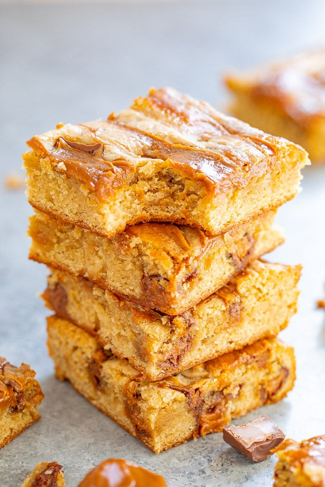 Dulce de Leche Caramel Bars - Soft, chewy bars loaded with dulce de leche and Rolo caramel candies for the ULTIMATE in caramel flavor!! EASY to make and a guaranteed FAVORITE! Perfect for your next fiesta!!