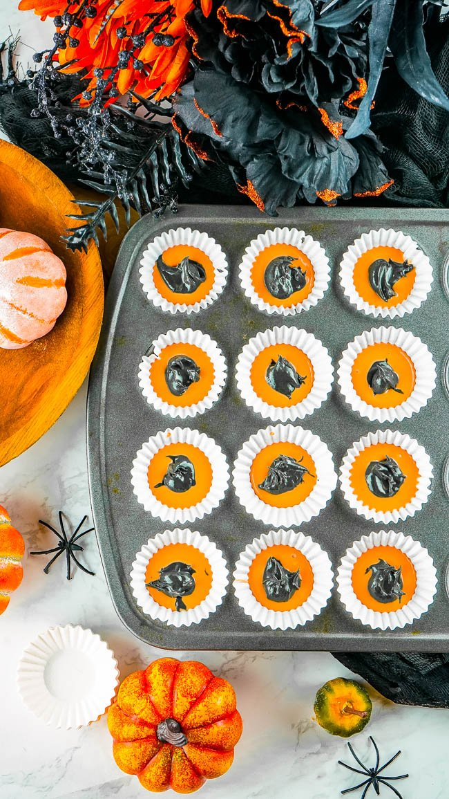 Halloween Peanut Butter Cups - Learn how to make white chocolate peanut butter cups with this EASY 5-INGREDIENT RECIPE! With festive Halloween colors, they're sure to be a hit with everyone from kids to adults alike!